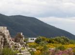 Neben der antiken Stadtmauer in Messene (Peloponnes)