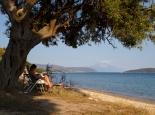 Strand von Xiropotamon mit Blick auf den Berg Athos