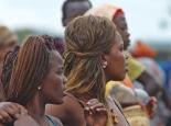 moderne Mädels in Jinka