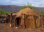eine typische Hütte der Himbas