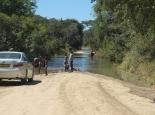 Zufahrtsstrasse gesperrt wegen Überflutung